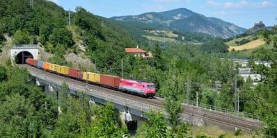 洲际铁路、绿色交易和基础设施发展